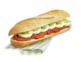 sandwich biff tartare, filet american foto