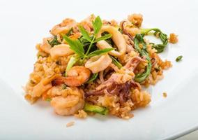 ris med skaldjur foto