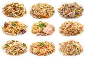 matuppsättning av olika pasta. foto