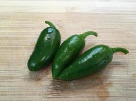 gröna jalepeno chili foto