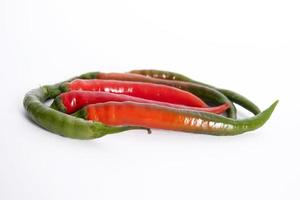 röda och gröna chili foto