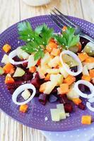 grönsakssallad med bakade morötter och rödbetor foto