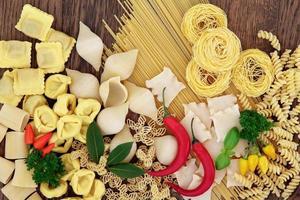 pasta med örter och krydda foto