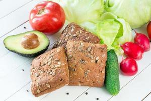 hälsosam mat på bordet foto