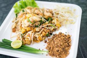 thailändsk stil nudlar mat foto