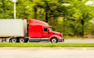 röd lastbil foto