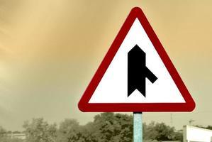 trafikskylt - varningsskylt foto