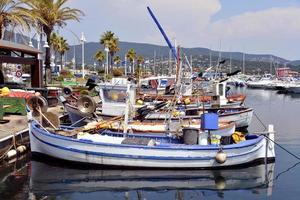 hamnen i Cavalaire-sur-mer i Frankrike foto