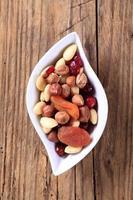 torkad frukt och nötter foto