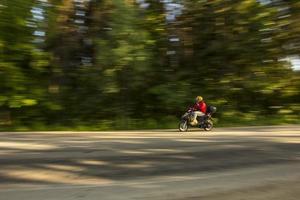 abstrakt slow motion, förare tävlar på cyklar