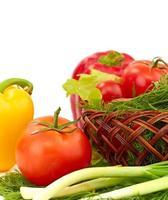 färsk sallad med tomat och paprika foto