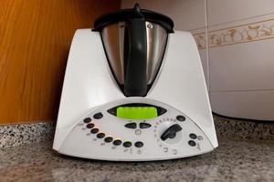 inhemsk matlagningsrobot foto