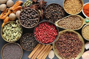 kryddor och örter. foto