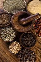 smidig konsistens med kryddor och örter foto