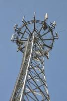 telekommunikationstorn med antenner foto