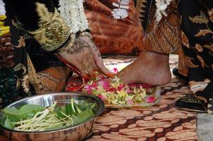 indonesiska traditionella javanska bröllopceremonin foto