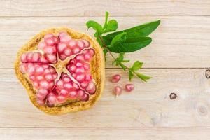 mogen granatäppelfrukt. foto