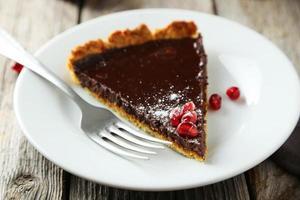 hemlagad choklad tårta med granatäpple foto