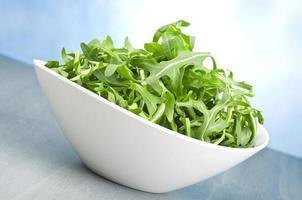 färsk rucola grön foto