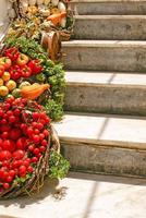 dekoration av färska grönsaker foto