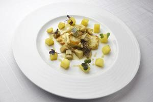 filet med piggvar med svamp och potatis foto