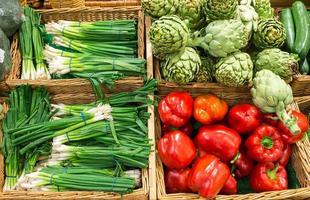purjolök, paprika och kronärtskockor foto