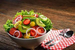 frukt- och grönsakssallad foto