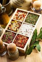 olika kryddor foto