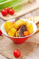 bakad potatis med kött foto