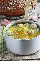 grönsaksoppa med köttbullar foto