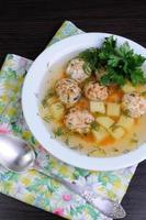 soppa med köttbullar foto