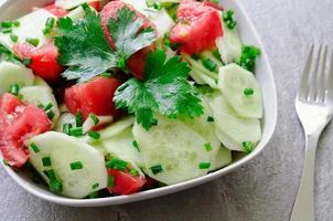 sallad från färska grönsaker foto