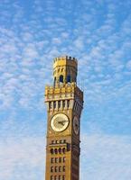 emerson bromo-seltzer torn före solnedgången på vintern. foto