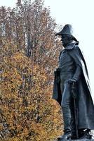 vacker staty i en park foto