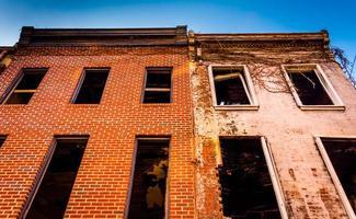 övergiven byggnad vid gamla stadsköpcentret, i Baltimore, Maryland. foto