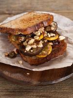 smörgås med grillad grönsak foto
