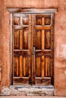 färgglada dörrar till santa fe, nm foto