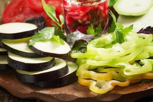 skivade grönsaker, selektiv inriktning foto