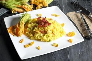 risotto med zucchini blomma foto