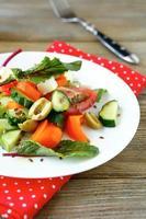 sallad med feta och oliver foto