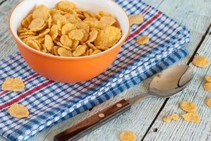 skål med majsflingor foto