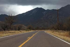 arizona road madera canyon molnig dag santa rita bergen foto