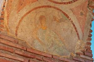 skadade fresko av välsignelse guds hand foto