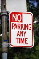 ingen parkering någon tecken