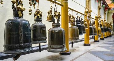 buddistklockor i wat phra som doi suthep - Thailand