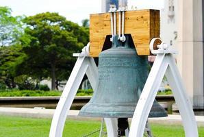 frihetsklocka-replik vid hawaiis statliga huvudstadsbyggnad i honolulu