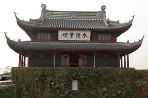 pan män vatten port gamla kinesiska paviljongen suzhou Kina foto
