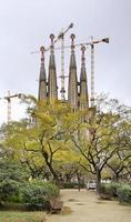 basilika och utforskande kyrka för den heliga familjen i Barcelona foto