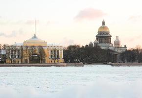 isaacs katedral och beundran i Saint-Petersburg