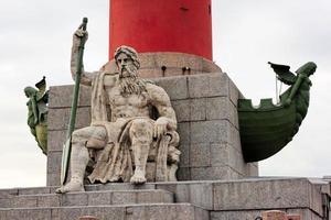 rostral kolonn på vasilyevskiy ö, St. petersburg, ryssland foto